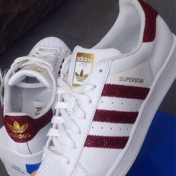 Maroon adidas superstar